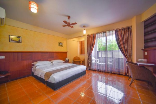 Deluxe Double Room with Beach View-Rashu Hiyaa