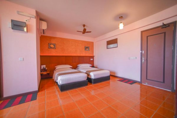Deluxe Twin Room with Balcony- Rashu Hiyaa