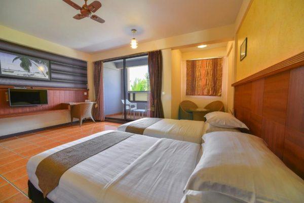 Deluxe Twin Room with Beach View-Rashu Hiyaa