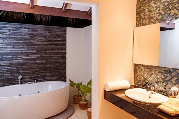 Deluxe Jacuzzi Beach Villa -Premium All Inclusive -Meedhupparu