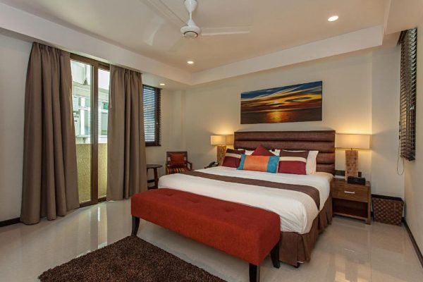 Business Deluxe Suite with Free Return Airport Transfer – The Somerset Hotel