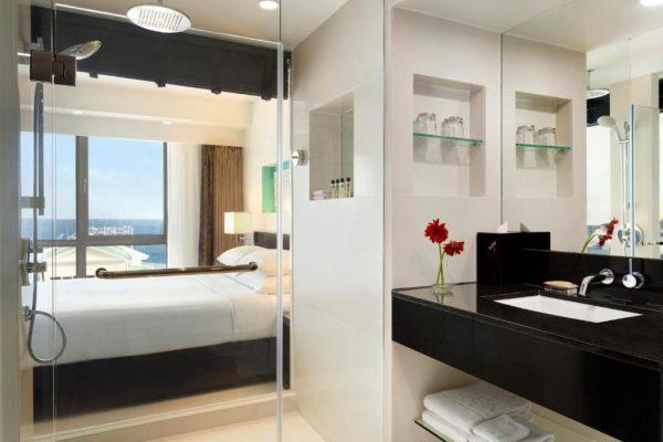 Deluxe Queen Room with Ocean View – Hotel Jen