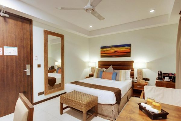 Executive Superior Room with Free Return Airport Transfer – The Somerset Hotel