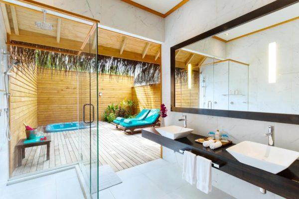 Jacuzzi Beach Villa – Veligandu Island Resort & Spa