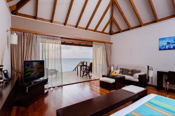 Jacuzzi Water Villa – Veligandu Island Resort & Spa